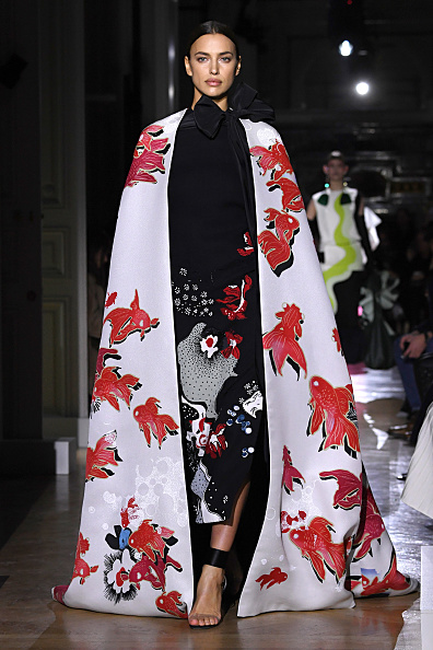 Paris Haute Couture Fashion Week「Valentino : Runway - Paris Fashion Week - Haute Couture Spring/Summer 2020」:写真・画像(8)[壁紙.com]