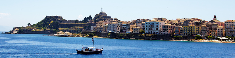 Corfu「The coastline of Corfu city」:スマホ壁紙(3)
