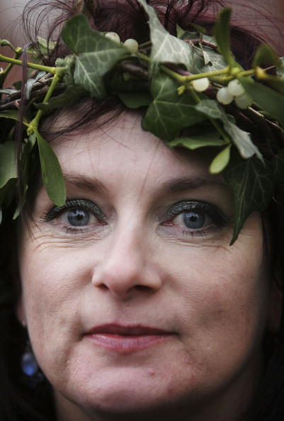 Magic Kingdom「Christmas Mistletoe Blessed In Druid Ceremony」:写真・画像(12)[壁紙.com]