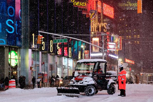 ミッドタウンマンハッタン「Blizzard Barrels Into Northeastern U.S.」:写真・画像(1)[壁紙.com]
