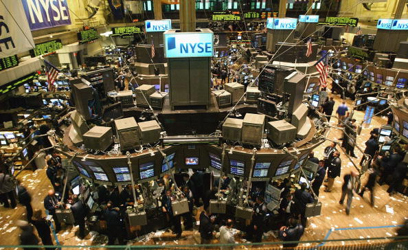 Dow Jones Industrial Average「Wall Street Rallies As Oil Drops」:写真・画像(4)[壁紙.com]