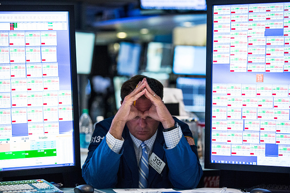 Trader「Dow Jones Surges Over 230 Points Buoyed By Berkshire Hathaway Deal」:写真・画像(15)[壁紙.com]
