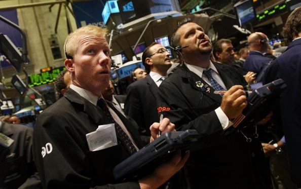 Finance「Stock Market Continues To Tumble Despite AIG Bailout, Lehman Sale」:写真・画像(7)[壁紙.com]