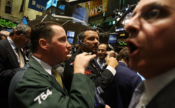 Finance「Stock Market Continues To Tumble Despite AIG Bailout, Lehman Sale」:写真・画像(18)[壁紙.com]