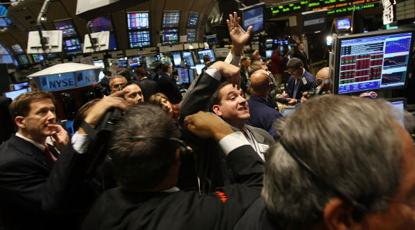 Dow Jones Industrial Average「Stock Market Continues To Tumble Despite AIG Bailout, Lehman Sale」:写真・画像(12)[壁紙.com]