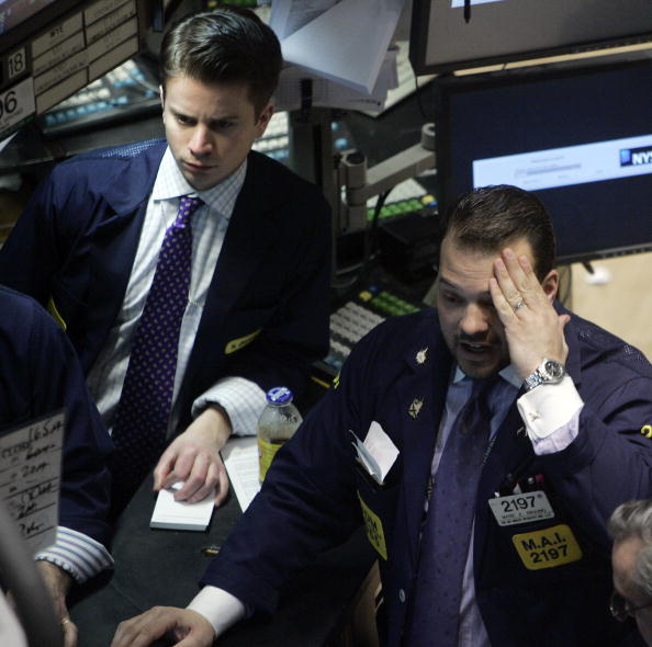 Dow Jones Industrial Average「Wall Street Tumbles After Chinese Stocks Plunge 9 Percent」:写真・画像(9)[壁紙.com]