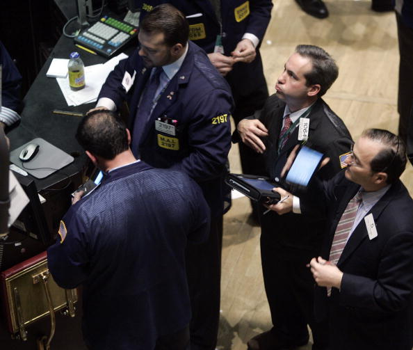 Dow Jones Industrial Average「Wall Street Tumbles After Chinese Stocks Plunge 9 Percent」:写真・画像(6)[壁紙.com]