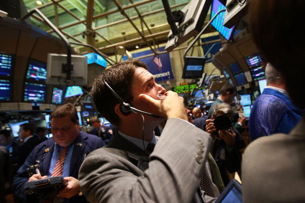 Selling「Markets Open Day After Dow Closes Below 8,700」:写真・画像(9)[壁紙.com]