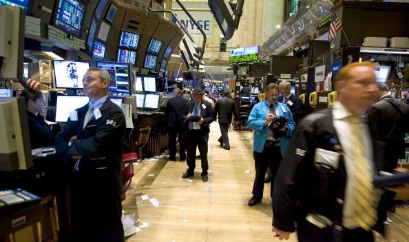 Dow Jones Industrial Average「Stocks Drift Down On Weaker Consumer Confidence」:写真・画像(5)[壁紙.com]