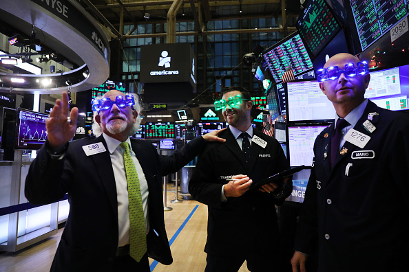 Trader「Volatile Markets See Upswing On Last Day Of Trading In 2018」:写真・画像(4)[壁紙.com]