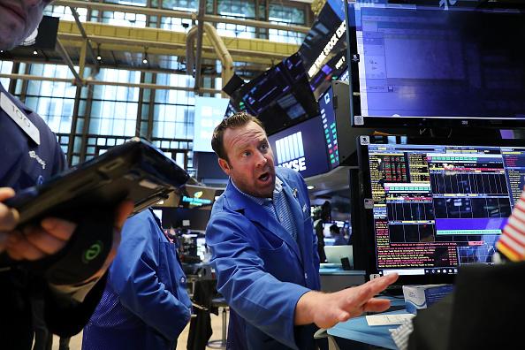 Trader「Stocks Open Friday Trading Day On Wall Street」:写真・画像(4)[壁紙.com]