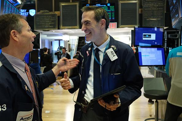 Trader「Stocks Close Over 200 Points Higher」:写真・画像(8)[壁紙.com]