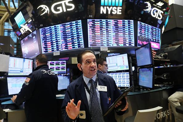 New York Stock Exchange「Dow Jones Industrials' Massive One Day Drop Of 4.6 Percent Rattles Markets Overseas」:写真・画像(7)[壁紙.com]
