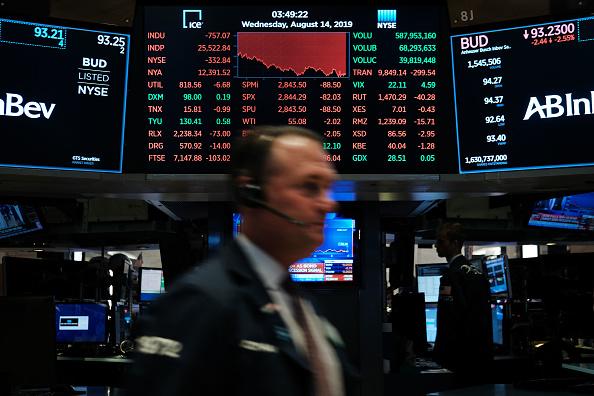 Trader「Dow Plunges Over 800 Points Over Bond Market Recession Marker」:写真・画像(12)[壁紙.com]