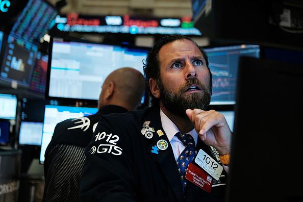 Trader「Dow Plunges Over 800 Points Over Bond Market Recession Marker」:写真・画像(5)[壁紙.com]