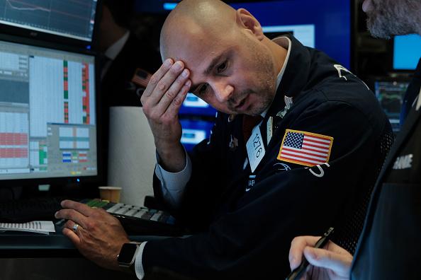 Trader「Dow Plunges Over 800 Points Over Bond Market Recession Marker」:写真・画像(17)[壁紙.com]