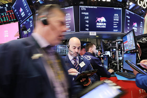 NY Stock Exchange Opens One Day After Dow Plunges In Reaction To Tariffs:ニュース(壁紙.com)
