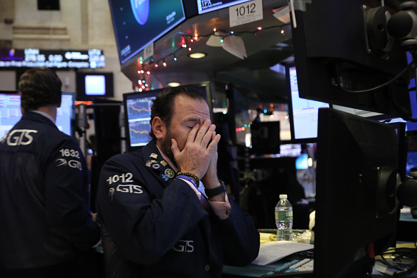 Stock Market and Exchange「Stocks On NYSE Open Fall Over 400 Points After Opening Bell」:写真・画像(15)[壁紙.com]