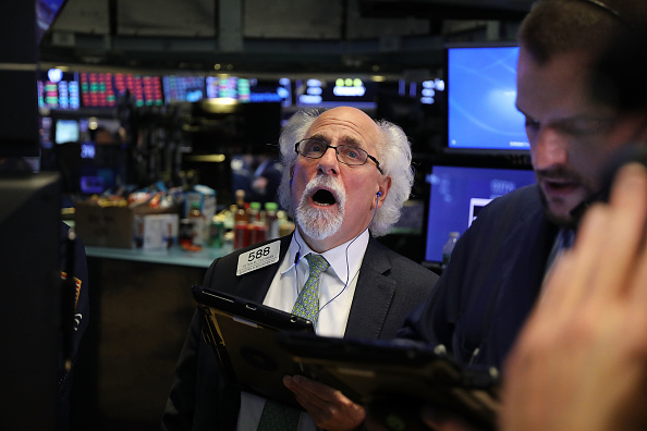 New York Stock Exchange「Dow Plunges Over 800 Points In Intraday Trading As Investors Dump Tech Stocks」:写真・画像(18)[壁紙.com]