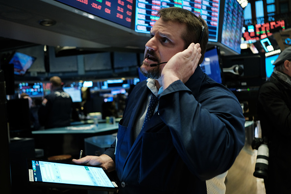Business Finance and Industry「Markets Plunge Dramatically Nearly 8 Percent As Economic Fears Grow Over Coronavirus Spread」:写真・画像(7)[壁紙.com]