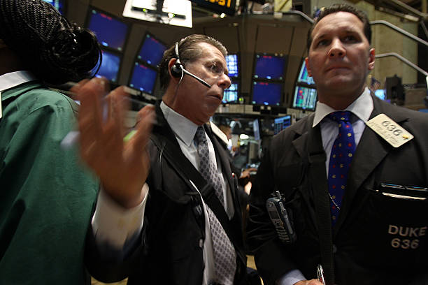 Investors Eye Economic Reports On Last Day Of Another Volatile Week:ニュース(壁紙.com)