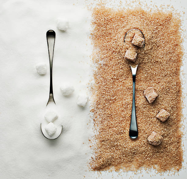 Contrasting sugar, turbinado sugar and sugar cubes with spoons:スマホ壁紙(壁紙.com)