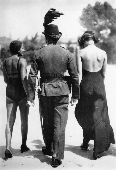 Lake Balaton「Contrasting clothing between two female bathers and a policeman at the Lake Balaton on a very hot day. Hungary. Photographie. About 1935. 」:写真・画像(4)[壁紙.com]