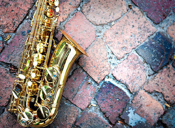 Contrasting textures: gleaming golden sax on rough raw bricks:スマホ壁紙(壁紙.com)