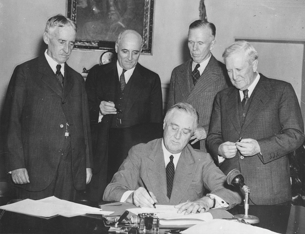 Franklin Roosevelt「FDR Signs The Conscription Bill」:写真・画像(8)[壁紙.com]