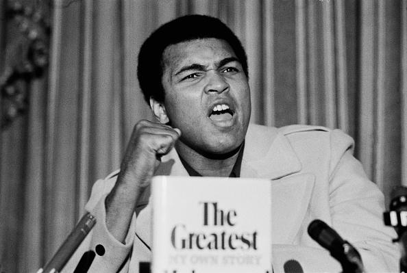 Mohammed Ali「Muhammad Ali presents his new book」:写真・画像(4)[壁紙.com]