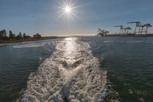 Wave「Sunset rays over San Francisco and Oakland Inner Harbor  ferry's wake」:スマホ壁紙(12)