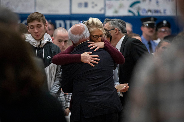 Decisions「Vigil Held For Victims Of Limo Crash Over Weekend That Killed 20 People From Town Of Amsterdam, NY」:写真・画像(13)[壁紙.com]