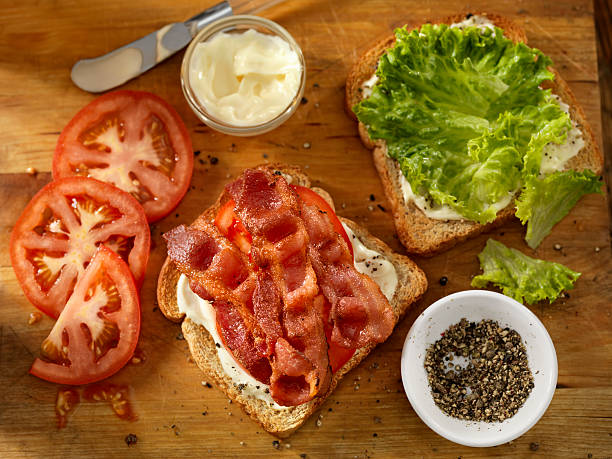 Preparing a BLT Sandwich:スマホ壁紙(壁紙.com)
