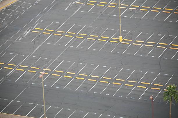Empty Parking lot.:スマホ壁紙(壁紙.com)