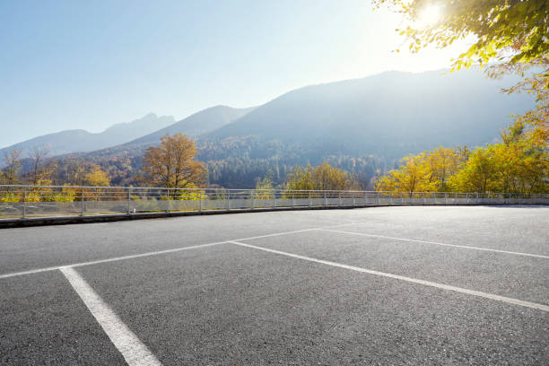 Empty parking area with distant hills on sunny day:スマホ壁紙(壁紙.com)