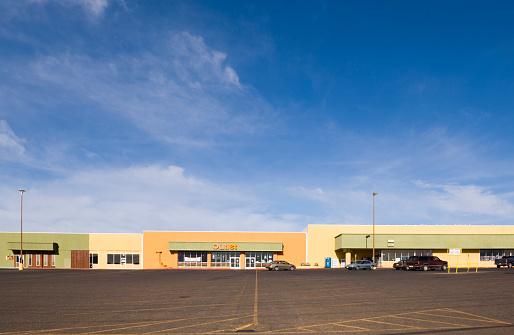 USA「Empty parking lot in strip mall」:スマホ壁紙(2)