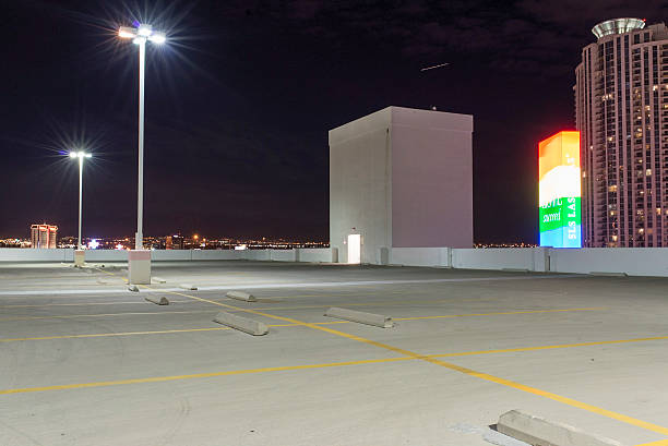 empty parking deck in Las Vegas at night:スマホ壁紙(壁紙.com)