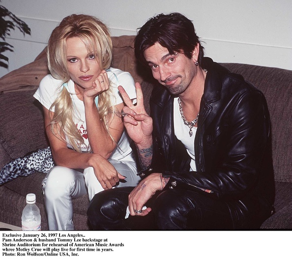 Event「Nikki Sixx Of Motley Crue And Wife Donna D'Errico Of Baywatch Nights」:写真・画像(15)[壁紙.com]
