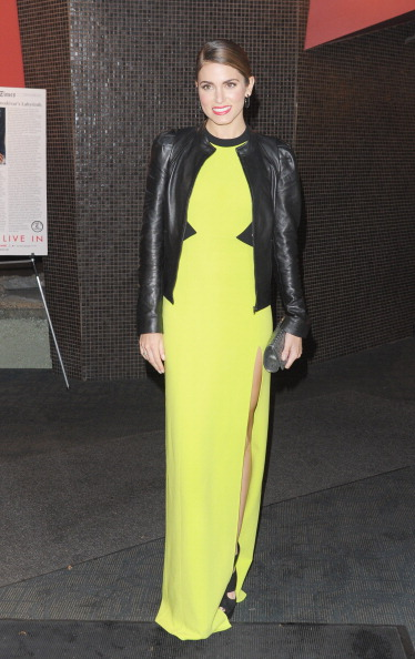 "Yellow Dress「The Cinema Society & DKNY Host A Screening Of ""The Twilight Saga: Breaking Dawn - Part 1"" - Outside Arrivals」:写真・画像(4)[壁紙.com]"