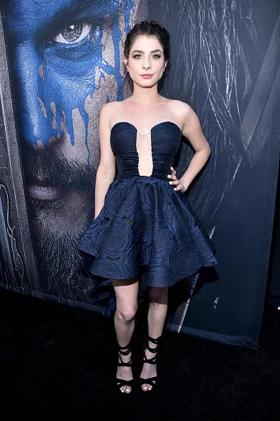 "Mini Dress「Premiere Of Universal Pictures' ""Warcraft"" - Red Carpet」:写真・画像(13)[壁紙.com]"