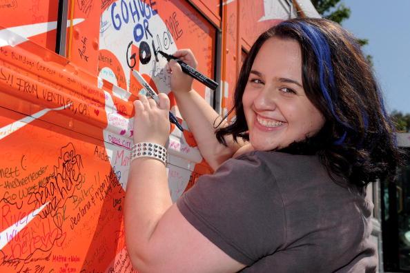 "Nikki Blonsky「The ABC Family ""Live Huge"" Bus Campaign Stops In Los Angeles」:写真・画像(8)[壁紙.com]"