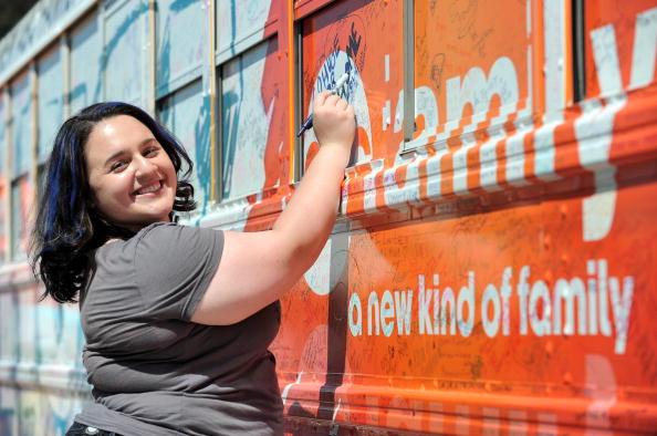 "Nikki Blonsky「The ABC Family ""Live Huge"" Bus Campaign Stops In Los Angeles」:写真・画像(7)[壁紙.com]"