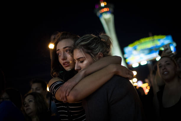 Drew Angerer「Mass Shooting At Mandalay Bay In Las Vegas Leaves At Least 50 Dead」:写真・画像(8)[壁紙.com]