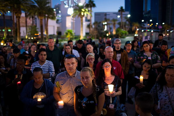 Memorial Vigil「Mass Shooting At Mandalay Bay In Las Vegas Leaves At Least 50 Dead」:写真・画像(3)[壁紙.com]