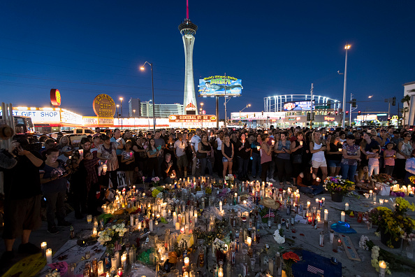 ラスベガス「Las Vegas Mourns After Largest Mass Shooting In U.S. History」:写真・画像(14)[壁紙.com]