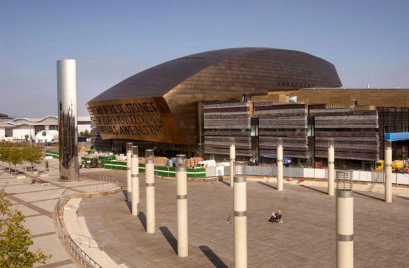 Cardiff Bay「Designed and built in Wales, the Wales Millennium Centre on Cardiff Bay waterfront is made of 5000 tonnes of structural steel. The WMC is quickly establishing itself as one of the world's leading performing arts venues. Architect Percy Thomas, Structural」:写真・画像(9)[壁紙.com]