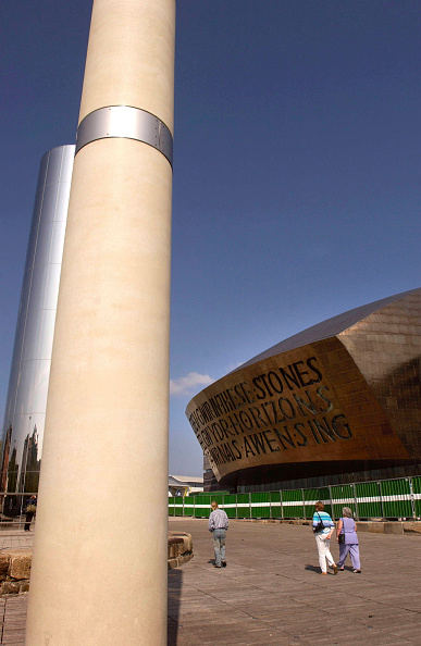 Cardiff Bay「Designed and built in Wales, the Wales Millennium Centre on Cardiff Bay waterfront is made of 5000 tonnes of structural steel. The WMC is quickly establishing itself as one of the world's leading performing arts venues. Architect Percy Thomas, Structural」:写真・画像(17)[壁紙.com]