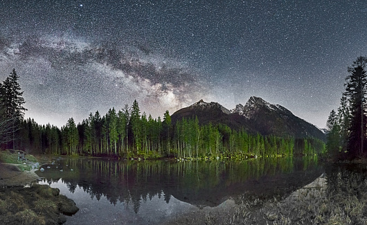Milky Way「Lonely park bench at the Lake Hintersee under Milky Way」:スマホ壁紙(16)