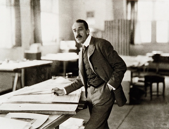 Weimar「Henry van de Velde in his studio in Weimar, Germany, 1910, Photography by Louis Held」:写真・画像(7)[壁紙.com]