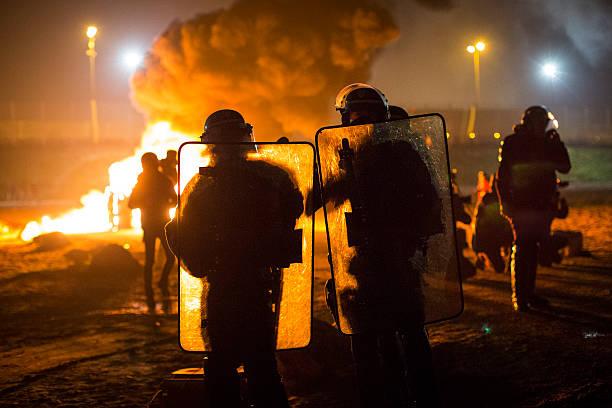 Migrants Leave The Jungle Refugee Camp In Calais:ニュース(壁紙.com)